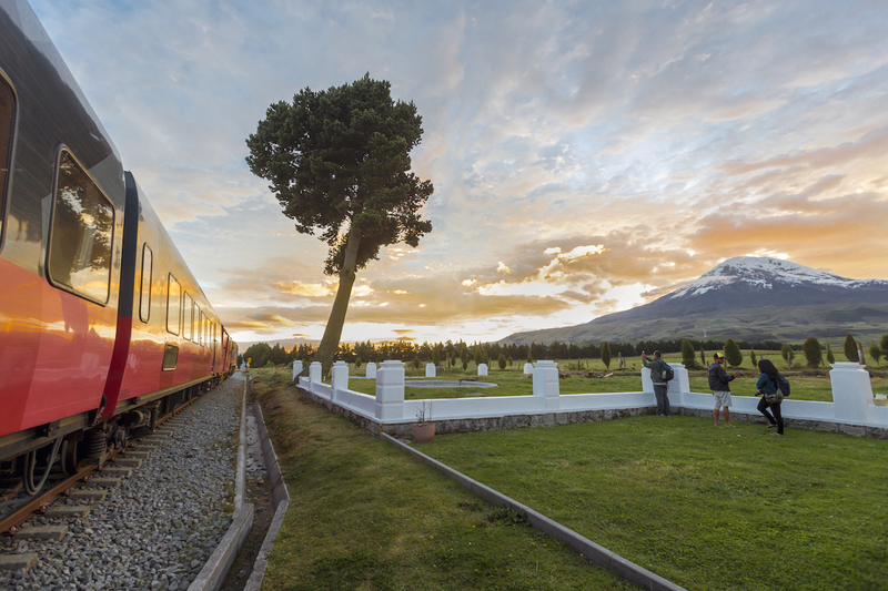 Tren crucero arrival to urbina moorlands at chimborazo slopes